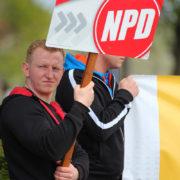 NPD-Kandidat Dave Trick bei einer Kundgebung in Gransee. Trick wurde im Wahlkampf gewalttätig; jetzt ist er im Stadtrat Neuruppin.